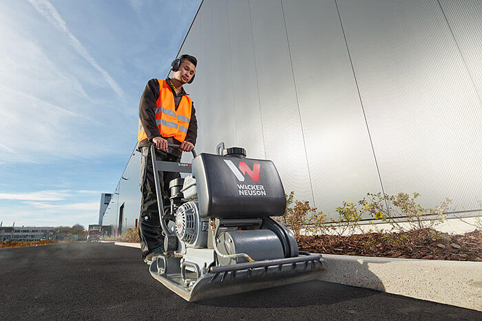 MP15 Single direction vibratory plate in action